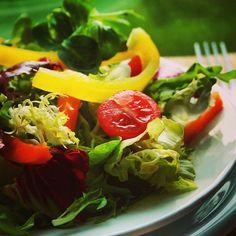 Veja a receita dessa deliciosa salada na nossa página: https://www.facebook.com/DankRio/photos/a.529177340528383.1073741827.242364679209652/658571807588935/?type=1&theater