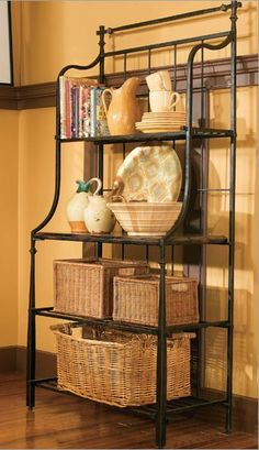 Old Sweetwater Cottage: Bakers Rack - love the baskets