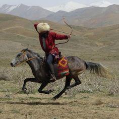 Turkmen horseback archer as modern descendant of Parthians Mongolia, Mounted Archery, Genghis Khan, Traditional Archery, Akhal Teke, Military History, Horse Riding, Martial, Equestrian