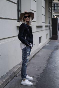 Camille / 7 février 2016Blue leather