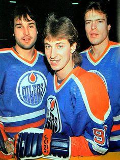 Coffey, Gretzky, and Messier. Hockey Teams, Ice Hockey, Hockey Stuff, Canada Hockey, Hockey Pictures, Classic Football Shirts, Wayne Gretzky, Edmonton Oilers, Vancouver Canucks