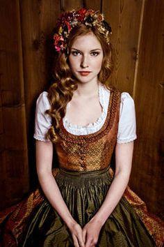 Oktoberfest: Dirndl-Trends, Wiesn-Frisuren & Make-up für die Wiesn in München - GLAMOUR