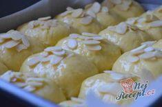 Tvarohové buchty - jemné jako pavučinka   NejRecept.cz Slovakian Food, Puff Pastry Dough, Brownie Cupcakes, Czech Recipes, Sweet Desserts, Desert Recipes, Nutella, Food And Drink, Bread