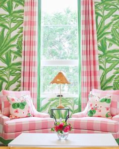 preppy decor - A few favorite designers weigh in on all things wallpaper. Girl Room, Girls Bedroom, Bedroom Decor, Bedroom Night, Bedroom Sets, Room Colors, House Colors, Palm Beach Decor, Do It Yourself Design