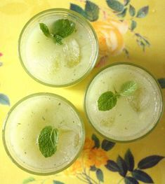 ice cold cucumber juice The Effective Pictures We Offer You About Cucumber juice benefits health A quality picture can tell you many things. You can find the most beautiful pictures that can be presen Cucumber Juice Benefits, Cocktail Recipes, Cocktails, Beverages, Drinks, Cantaloupe, Mint, Cold, Fruit