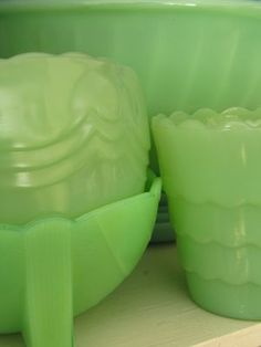 Love Jadeite Fire-King green glassware. I'm proud owner of my own share of these.