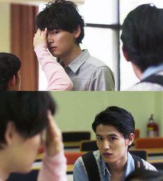 """Kotoko y sus compañeros llegan a la sala de Naoki a preguntarle como le fue en su examen: """"El examen...mal. Es el peor que hecho en mi vida"""". Cuando todos se van, Kotoko preocupada le pregunta si esta enfermo y pone su mano en su frente para ver si tiene fiebre. Naoki de reojo ve a Keita y se va, dejando nuevamente triste a Kotoko - Itazura na Kiss Love in Tokyo 2, Episodio 6"""
