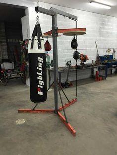 Build a heavy bag stand Home Gym Garage, Diy Home Gym, Diy Gym Equipment, No Equipment Workout, Heavy Bag Stand, Backyard Gym, Dream Gym, Home Gym Design, Gym Decor