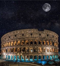 Full moon over Colosseum, Rome - Italy ✨💖💖💖✨ Picture by ✨✨@tommy.cimarelli✨✨ . #wonderful_places for a feature 💖