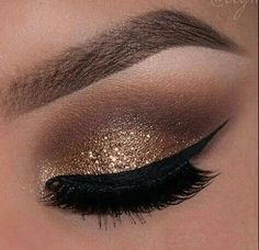 Eye makeup will enhance your natural beauty and also make you look and feel amazing. Discover the way in which to apply make-up so that you can easily show off your eyes and make an impression. Learn the top tips for applying make-up to your eyes. Gorgeous Makeup, Love Makeup, Makeup Inspo, Makeup Inspiration, Girls Makeup, Makeup Course, Makeup Geek, Prom Makeup, Wedding Makeup