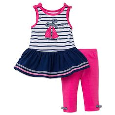 Chic's ahoy! Designed to slip on and off without effort, this bow-adorned tunic and capri leggings set offers a season full of comfy and easy-to-keep-clean looks for your baby girl.