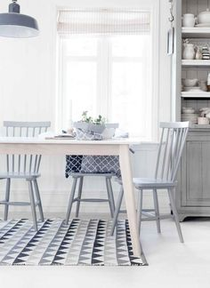 nordic dining area in soft tones Dining Room Design, Dining Area, Kitchen Dining, Kitchen Decor, Dining Chairs, Room Chairs, Comedor Office, Decoration Gris, Sweet Home