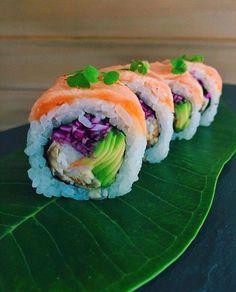 Make Sushi Photo Sushi Co, Sushi Burger, My Sushi, Japanese Food Sushi, Japanese Dishes, Types Of Sushi, Onigirazu, Sushi Night, Sushi Party