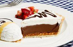São receitas de torta de chocolate maravilhosas e, em sua maioria, super fáceis de preparar, o que as tornam perfeitas para uma sobremesa deliciosa em casa!