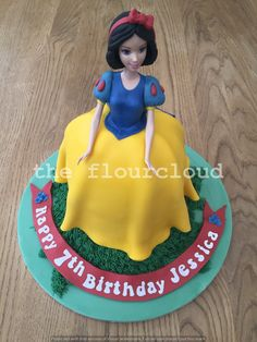 Homemade cakes for all occassions. Based in Maidstone I can provide bespoke wedding cakes, cup cakes, celebration cakes and cake pops for Kent and the Southeast White Birthday Cakes, Snow White Birthday, Happy 7th Birthday, Birthday Ideas, Emoji Cake, Chocolate Strawberry Cake, Pear Cake, Christmas Star, Homemade Cakes