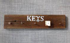 יצירת מתלה למפתחות מעץ ישן בשיטת עשה זאת בעצמך D.I.Y. Key Hanger