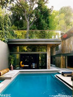 Swimming pool goals: inspiration for at-home summer relaxation: Another example of a small space incorporating a decent sized pool, which appeared in a 2011 issue of Vogue Living. Inground Pool Designs, Outdoor Rooms, Indoor Outdoor, Outdoor Living, Outdoor Office, Hollywood Hills Häuser, Moderne Pools, Vogue Living, Cool Pools