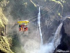 Cruzando el Río Pastaza en Taravita, una de las grandes cosas para ver y hacer en Baños, Ecuador