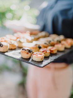 Finger Food para casamento: vale a pena? Tuscan Wedding, Finger Foods, Tuscany, Destination Wedding, Wedding Inspiration, Romantic, Pretty, David, Photography