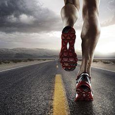 Eine Straße - ein Mann. Mehr braucht es zum Joggen nicht. (Quelle: Thinkstock by Getty-Images)