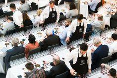 Grupo Chivite comienza una nueva etapa y, para celebrarlo, organizó el pasado 3 de marzo en Madrid, una cata vertical en la que mostró a 120 catadores la evolución de 28 añadas de vinos de la gama Chivite Colección 125. Un auténtico recorrido por la historia del grupo bodeguero, sí, pero de la vitivinicultura española también. Julián Chivite, presidente ejecutivo del grupo, recordó que el germen de lo que hoy es la Gama Chivite Colección 125 fue el Gran Vino que se lanzó en 1985 para…