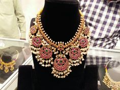 Gold Jewelry In Pakistan Buy Gold Jewellery Online, India Jewelry, Indian Jewellery Design, Jewelry Design, Bridal Jewelry, Gold Jewelry, Jewelery, Antique Jewelry, Gold Necklace