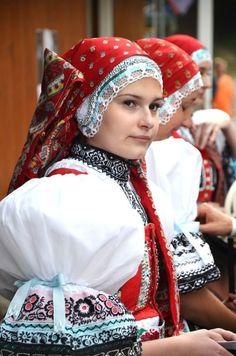 Czech costumes: Kyjov (Kyjovský kroj), Southern Moravia [x]