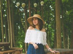 Seventies Inspired: Button-Front Denim Skirt All White Outfit, White Outfits, Road Trip Outfit, Button Front Denim Skirt, Summer Dress Outfits, Wide-brim Hat, Cebu, Off Shoulder Tops, Red Shoes