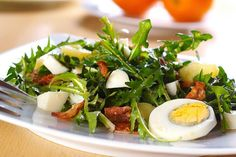 Eating dandelions has many health benefits, and they taste great too. See these 5 delicious dandelion recipes for greens in salads & even fried flowers. Dutch Recipes, Fish Recipes, Seafood Recipes, Salad Recipes, Healthy Recipes, Eating Dandelions, Dandelion Salad, Slovenian Food, Dandelion Recipes