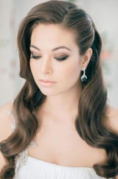 classic curl wedding hairstyle http://www.itgirlweddings.com/blog/wedding-hairstyle-down-in-curls