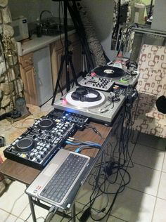 A Denon MC3000 ,Traktor Z1 & iPad,Gemini xl-500, Behringer mixer, and a Numark deck