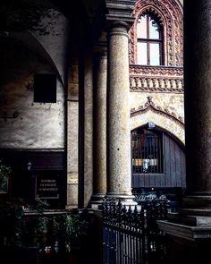 Milano da #click  #milano #piazzamercanti #ristoranteilmercante #passaggioscuolapalatina #scorci #milanodavedere #mymilano #architecture #architecturelovers #history #milan #italy #milaninsight #igersmilano #ig_italy #through_italy #picoftheday by unacerta_federica