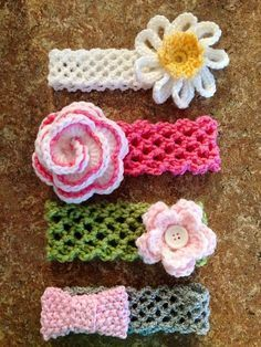 This crochet headband with flower is a quick project ( 15 minutes or less).