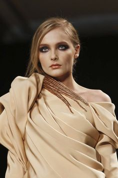 Stephanie Rolland haute couture s/s 11 Live Fashion, Fashion Show, Stephane Rolland, Couture Outfits, Textiles, Fabric Manipulation, Sewing Clothes, Fashion Details, Dress To Impress