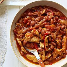 Fajitas without the fuss! Simply sear chicken breasts, then top with vegetables and beans before slow cooking.