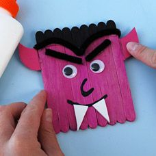 Check out the supply list and instructions on how to make this Glow In The Dark Dracula Craft! Your child will love this Halloween craft, but will need your help creating it! Baby Christmas Crafts, Halloween Arts And Crafts, Halloween Activities For Kids, Diy Halloween Decorations, Halloween Kids, Fall Crafts, Holiday Crafts, Halloween Stuff, Dracula