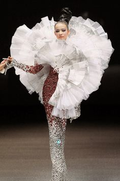 A model presents a creation by Chinese designer Guo Pei in 'The Arabian 1002th Night' show during Fashion Week in Singapore on October 16, 2013.