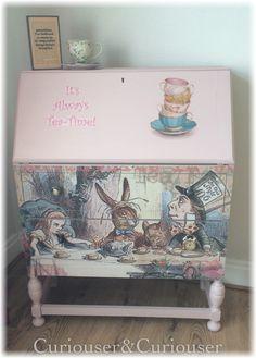 Alice in Wonderland desk d3co
