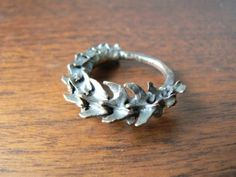 Bronze Rat Vertebrae Ring Life Casting by CrystallosJewelry Cute Jewelry, Jewelry Art, Jewelry Accessories, Gothic Jewelry, Piercings, Jewelery, Silver Rings, Earrings, Clothes