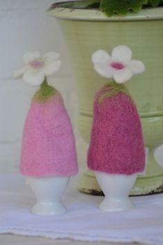 Details zu Handarbeit * Eierwärmer Filz BLUME * rosa pink * Eierhütchen…