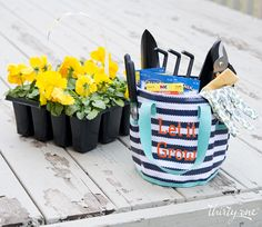 The Round-About Caddy, complete with a mesh bottom, is perfect for storing all your gardening supplies. www.mythirtyone.com/sarahcabral