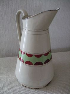 Old enamelled iron pitcher/jug ancien joli broc émaillé frise colorée bon état