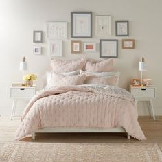 Add sweet, new style to your bedding with this LC Lauren Conrad Victoria coverlet. Small Room Bedroom, Cozy Bedroom, Bedroom Colors, Small Rooms, Bedroom Wall, Bedroom Furniture, Master Bedroom, Modern Bedroom, Bed Room