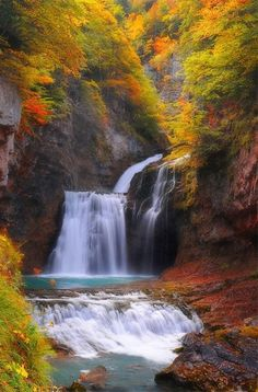 Cascade La Cueva National Park of Ordesa, Spain DESCRIPTION Ordesa National Park in Spain is an area of spectacular scenery with a landscape of towering summits Beautiful World, Beautiful Places, Beautiful Pictures, Beautiful Waterfalls, Beautiful Landscapes, Nature Pictures, Random Pictures, Amazing Nature, Belle Photo