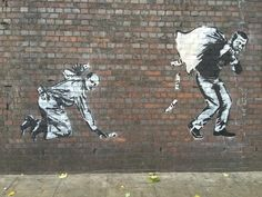 Çarpıcı duvar resimleriyle ünlü, sanatçı Banksy, Londra duvarlarına Erdoğan ve Bilal'i çizmiş.