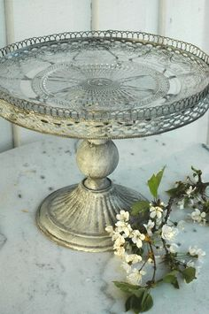 cake throne -- add glass platter to cake stand!