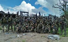Philippine MSOG Force recon Marines pose for a photo in the aftermath of the battle of Marawi city 2017 Philippine Army, Filipina, High Quality Images, Marines, Battle, Military, Poses, Raiders, Historia