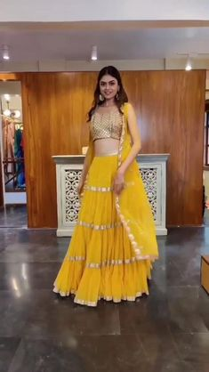 Indian Wedding Gowns, Party Wear Indian Dresses, Indian Gowns Dresses, Indian Bridal Outfits, Pakistani Bridal Wear, Cute Prom Dresses, Dress Indian Style, Indian Fashion Dresses, Indian Designer Outfits
