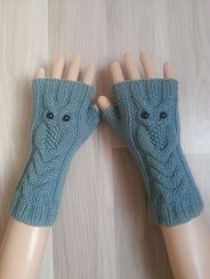 Azur Color Owl Hand-Knitted Fingerlose H - Diy Crafts Knitted Mittens Pattern, Lace Knitting Patterns, Knit Mittens, Fingerless Gloves Knitted, Wrist Warmers, Baby Knitting, Couture, Color Azul, Winter