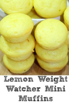 Weight Watchers Recipes Discover Lemon Weight Watchers Muffins are only 2 Smart Points Points Plus Value) and are made with only three ingredients! Quick and easy low point treat! Weight Watcher Desserts, Weight Watchers Snacks, Muffins Weight Watchers, Petit Déjeuner Weight Watcher, Plats Weight Watchers, Weight Watchers Breakfast, Weight Watchers Cupcakes, Ww Desserts, Healthy Desserts